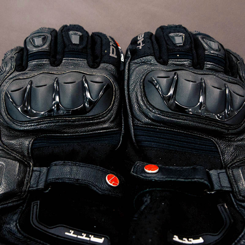 Vents on the knuckle protectors allow air through, but these aren't the airiest gloves available