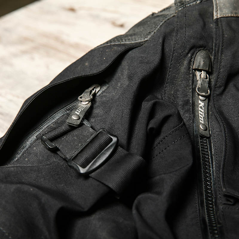 As well as vents everywhere, sleeve adjusters tailor the fit to keep the armour in the right place