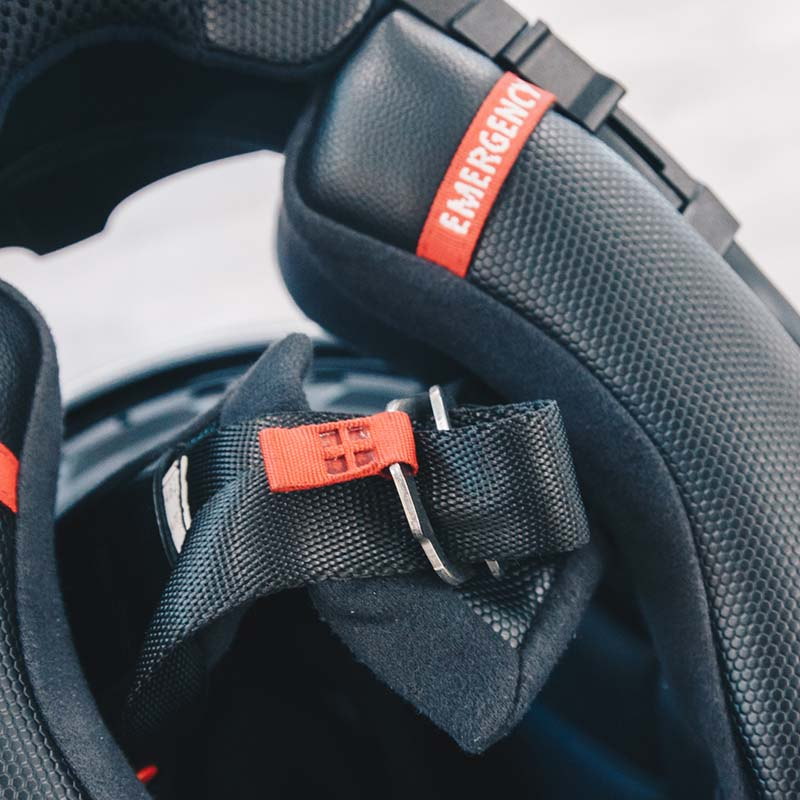 D-ring strap fasteners hint at the sporty nature of the R-PHA 70