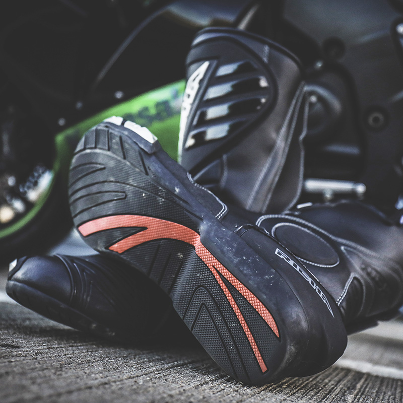 The sole offers plenty of grip on the bike and is comfy for walking around when not riding
