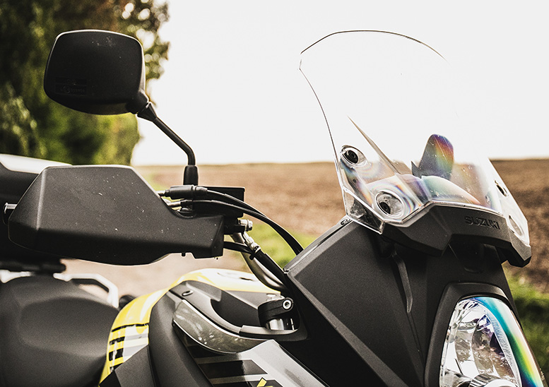 Handguards and adjustable screen provide good shelter for the rider