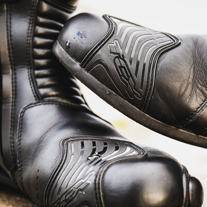 Gearchange pads extend down to the sole, making them more effective