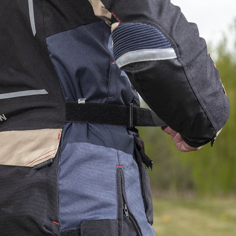 Velcro straps on the side let you easily adjust the fit