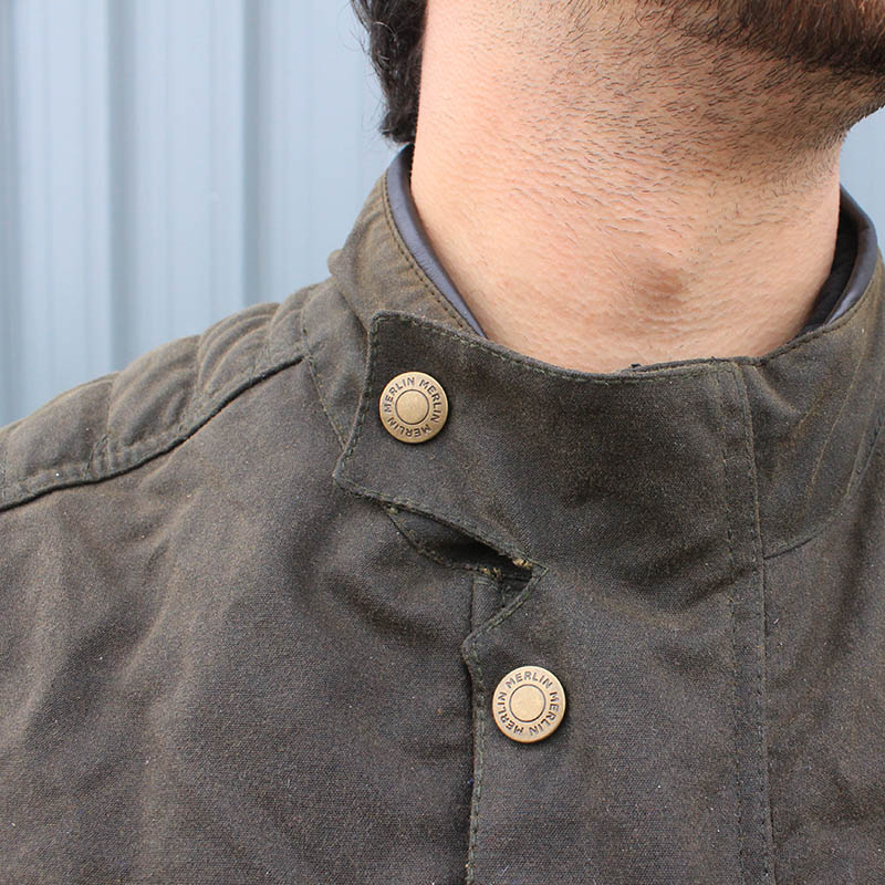 The collar can be buttoned shut to prevent it flapping in the wind