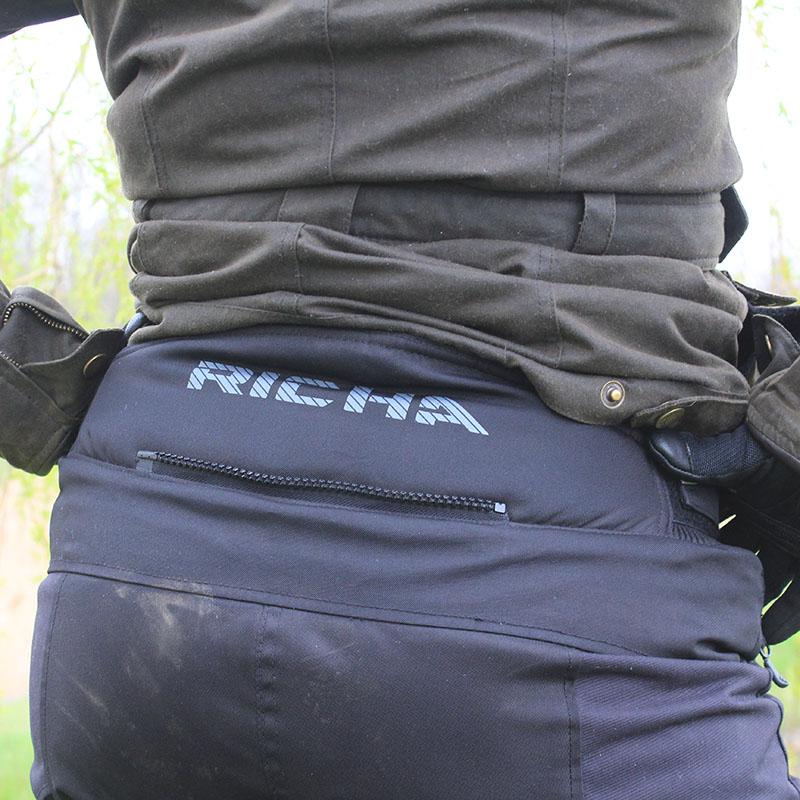 A short connection zip lets you connect Richa jackets