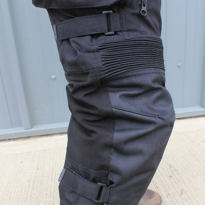 The fit is aided by the stretch panels above the knees, but can also be adjusted using the straps