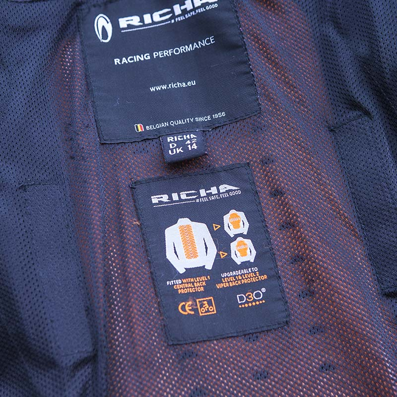 The jacket comes with a D3O Level 1 central back protector as standard, but it can be upgraded to Level 2