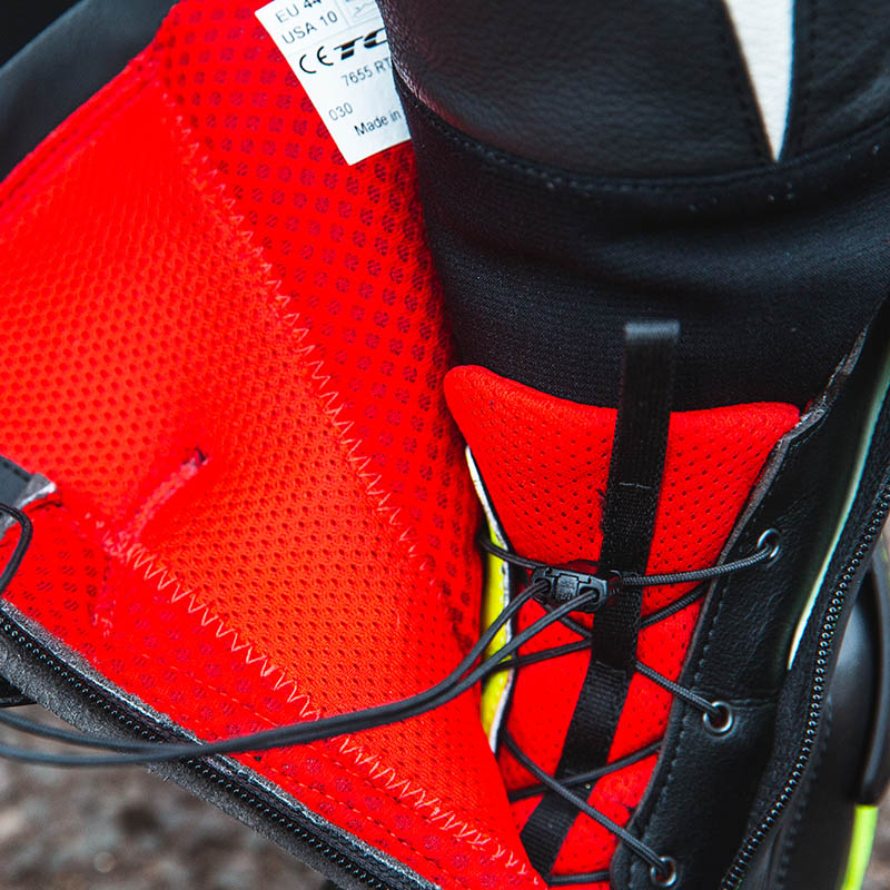 The speed lace system pulls the boot's internals tight for a close fit