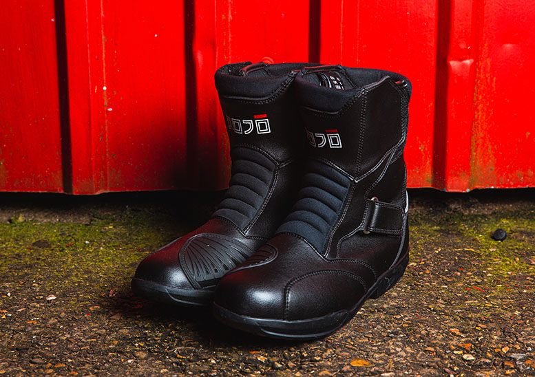Great motorcycle boots for less than £100